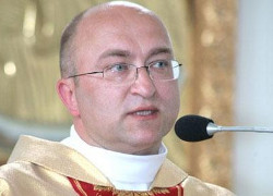 KGB accuses priests Lazar of state treason