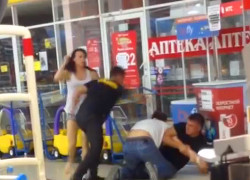 Охранники «Евроопта» устроили драку с покупателями (Видео)