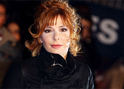 Mylène Farmer signs petition against the death penalty in Belarus