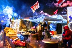 Макс Фрай: Там, в Киеве, люди расколдовывают землю