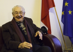 Andrzej Wajda: Only organisation with several thousand army can make dictators listen (Video)