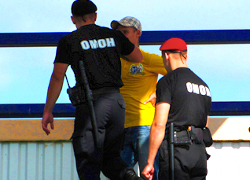 Riot police detained 20 fans of Dinamo Brest before game with �Shakhter�