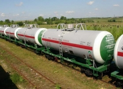 3 tank cars carrying diesel fuel derail in Bruzhi