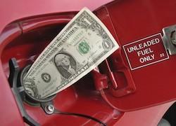 «Белнефтехим» привязал цену бензина к курсу доллара
