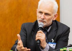 Алесь Беляцкий: Власти усиливают давление на политзаключенных