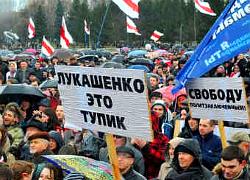 Каждый белорус должен около десяти зарплат