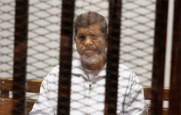 Reuters: Экс-президент Египта Мурси умер в зале суда