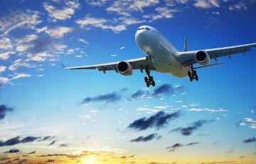 Супрацоўнік American Airlines трапіўся на псаванні самалёта перад вылетам