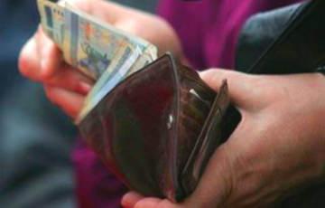 Падение денежных доходов белорусов продолжается