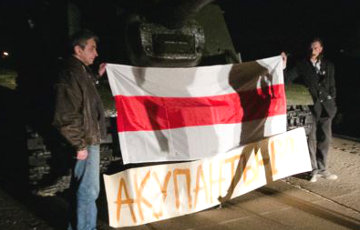 "Tank with white-red-white flag waiting for Putin's ""Wolves"""