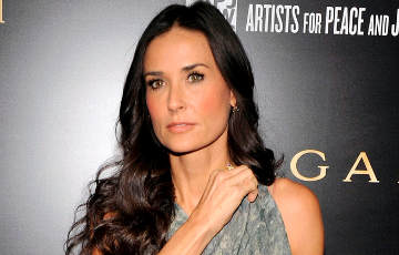 Demi Moore supports Statkevich