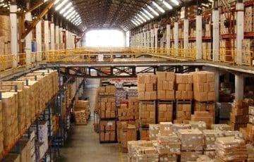 Промышленные товары все сильнее ложатся на склад