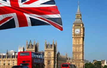Британия пообещала гражданство трем миллионам жителей Гонконга в случае давления Китая