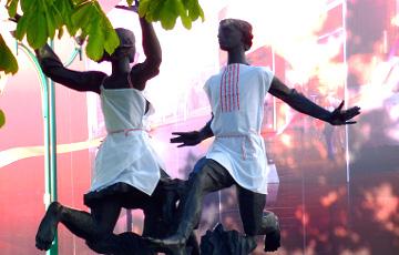 У Менску на скульптуры надзелі «вышыванкі»