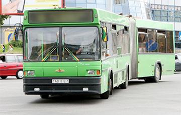 У Менску незамацаваная плітка трамвайнага палатна прабіла аўтобус і параніла пасажыра