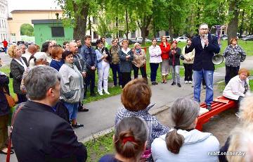 Стихийный митинг в центре Минска: жители протестуют против уплотнения