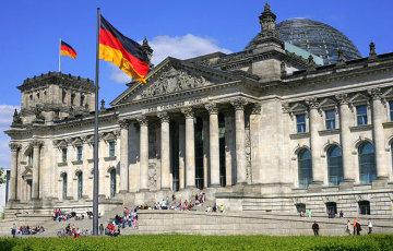 СДПГ и партия Меркель идут нога в ногу за два дня до выборов в Германии