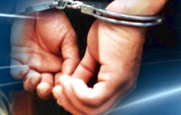 В Минске врача вывели в наручниках прямо с дежурства