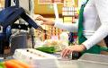 Белорусам хотят позволить снимать наличные деньги в кассах магазинов