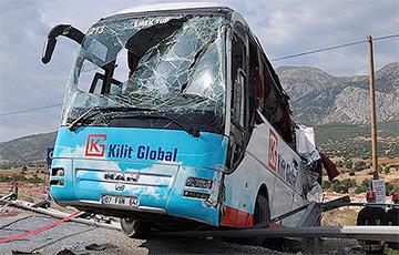 Смотреть - Туристы из России погибли в ДТП в Турции