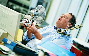 Медики подсказали, как облегчить жару в офисе