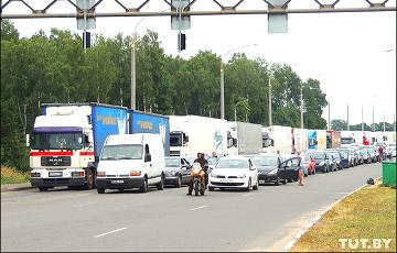 «За час проехали метров 10»: очереди на литовской границе