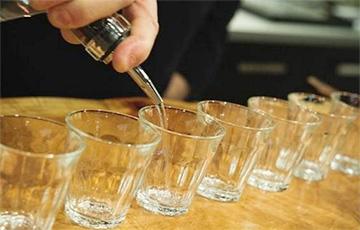 Ученые выяснили, употребление какого алкоголя может защитить зрение
