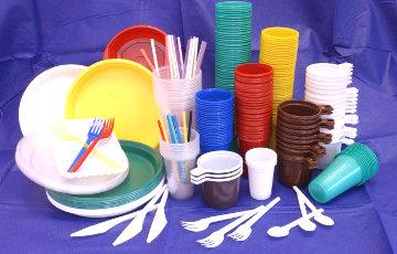 ЕЗ замацаваў забарону аднаразовых пластыкавых вырабаў на заканадаўчым узроўні