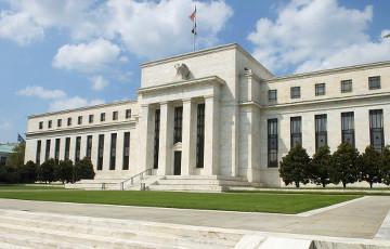 ФРС США направляет на помощь бизнесу и штатам $2,3 трлн