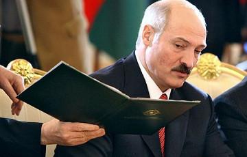 Лукашэнка «ператрос» сваю адміністрацыю