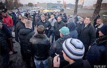 Минские таксисты готовы «остановить город»: «Uber стал последней каплей»