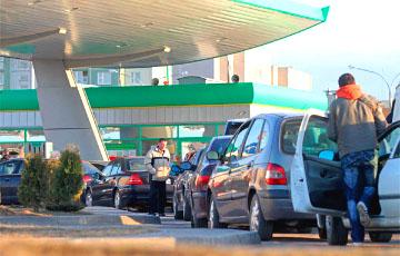 Дорожный сбор: цены на топливо подорожают сразу на 10 копеек?