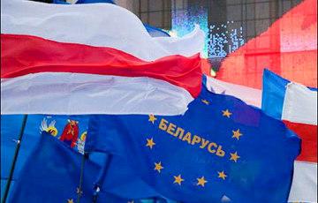 Видеофакт: На пикете по сбору подписей «Европейской Беларуси» играет живая музыка