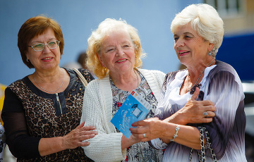 Преимущественное право на оставление на работе пенсионер