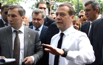 В Магадане ветеран отправил Медведеву свою прибавку к пенсии