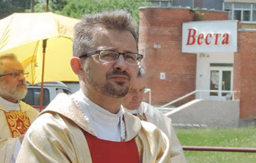 Catholic Priest: Fascists Must Be Driven Out - Period