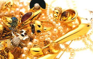 Ученые нашли в Норвегии древний клад с уникальными золотыми украшениями