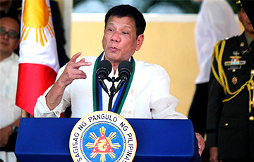 Президент Филиппин предложил вакцинировать во сне не желающих прививаться