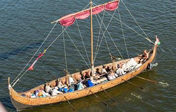 Фотофакт: В Витебске построили ладью викингов