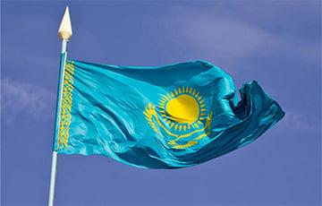 Широкий камзол президента Казахстана