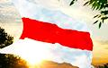 Бело-красно-белый флаг: как создавалась национальная святыня