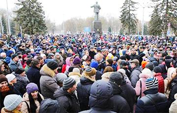 «Лукашенко, уходи!»: Рассерженные белорусы вышли на акции в четырех городах