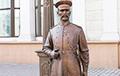 Театр абсурда: Милиция задержала минчанина, который повязал шарф на памятник городовому