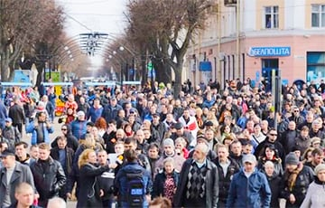 «Нет декрету №3 - Лукашенко, уходи!»: массовые протесты в Бресте