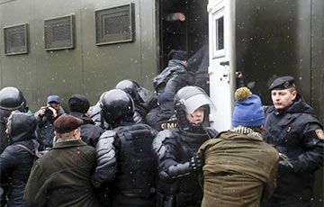 Hundreds Of People Detained In Minsk