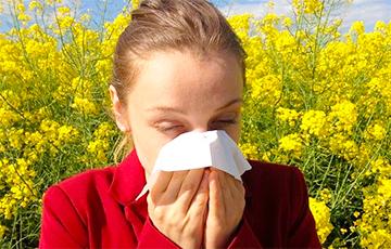 Медики рассказали, как отличить ОРВИ от аллергии по чиханию