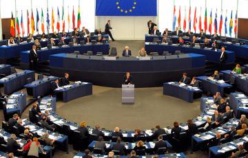 Депутаты Европарламента требуют усилить санкции против России