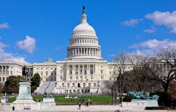 Капитолий США заблокировали из-за «внешней угрозы безопасности»