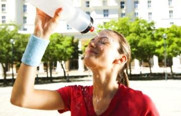Как обхитрить жару: врач раскрыл секрет питьевого режима