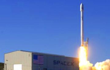 Ракета-носитель Falcon 9 компании SpaceX вывела на орбиту спутник связи